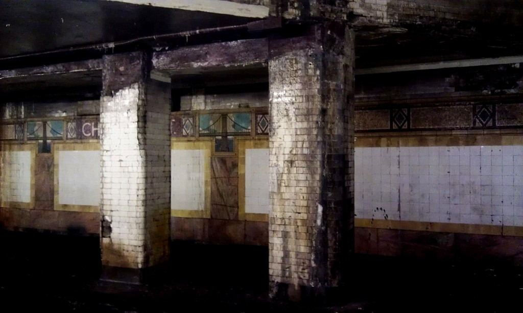 Pillars at Chambers street: The rusty colors give the station its own aesthetic