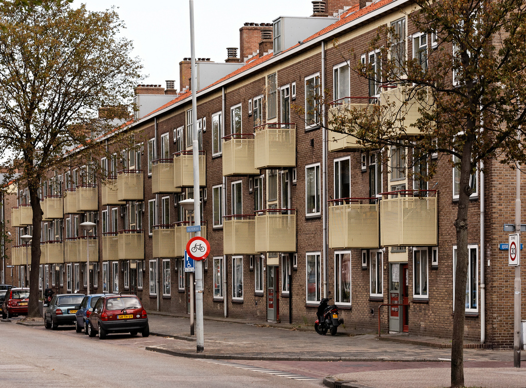 Social housing in IJmuiden (Photo: Robert van Riel)
