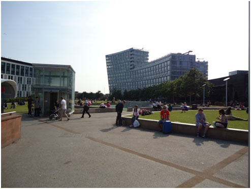 A sunny day in Chavasse Park, Liverpool ONE. Photo by Florian Langstraat