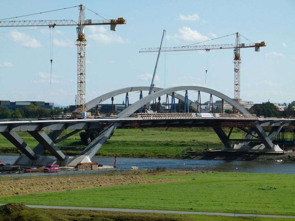 The Waldschlösschenbrücke under construction