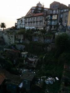 Trash next to the Dom Luiz Bridge