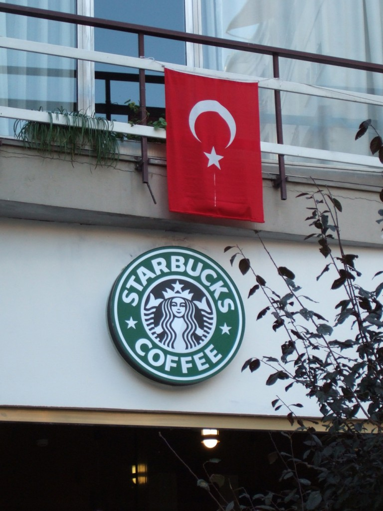 Starbucks goes globalised in Istanbul's Moda neighbourhood (Photo: Jan Rath)