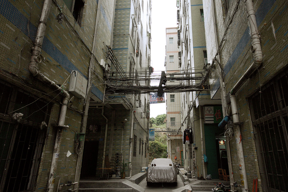 Informal planning means informal design, as demonstrated by uncovered electrical and Internet cables strung between buildings in Shenzhen (Photo: Trevor Patt)