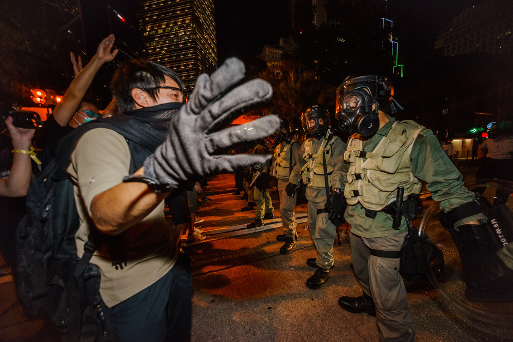 Protestors and armed Hong Kong police standoff in Central Hong Kong (Photo: Alex Leung)