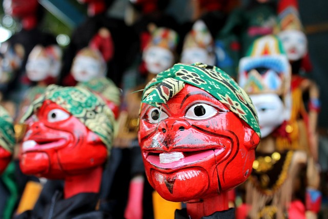 Picture 2: Traditional puppets being sold in Dago Pojok (Picture by Amal, 2012)