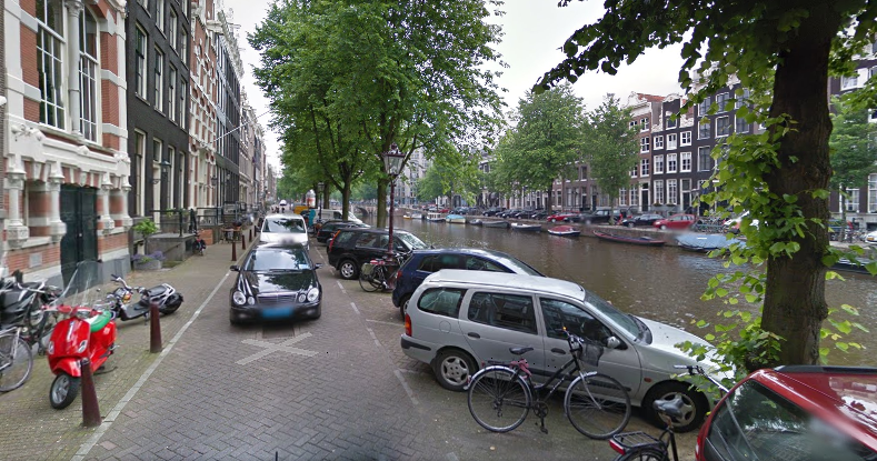 Blocking Walkable Space on the Keizersgracht Amsterdam (source: maps.google.nl)