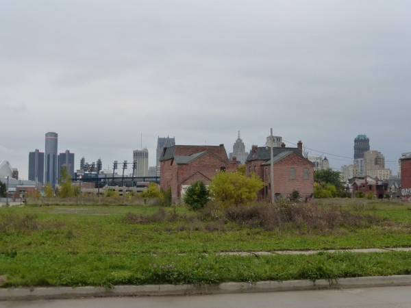 Abandoned Midtown in contrast to Detroit's downtown (photo: authors)
