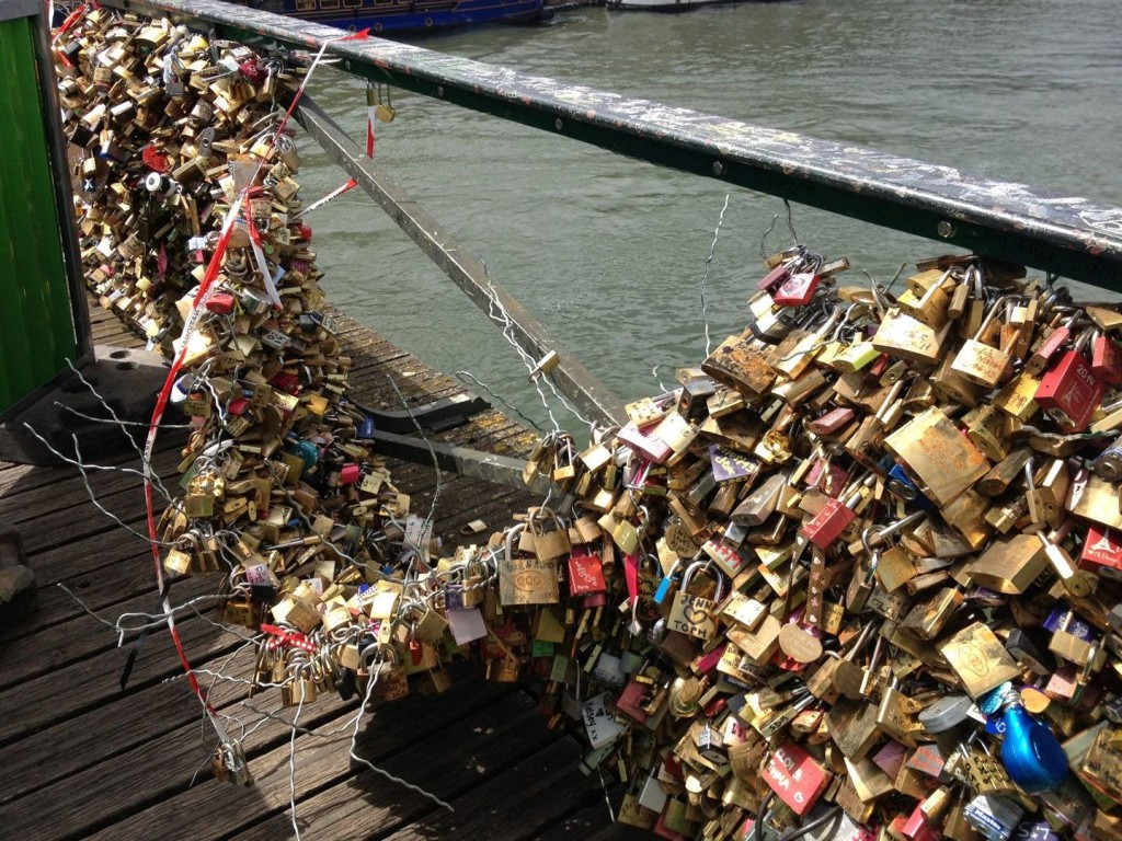 Pont des Arts , Paris 2014. Photo: NoLoveLocks facebook page