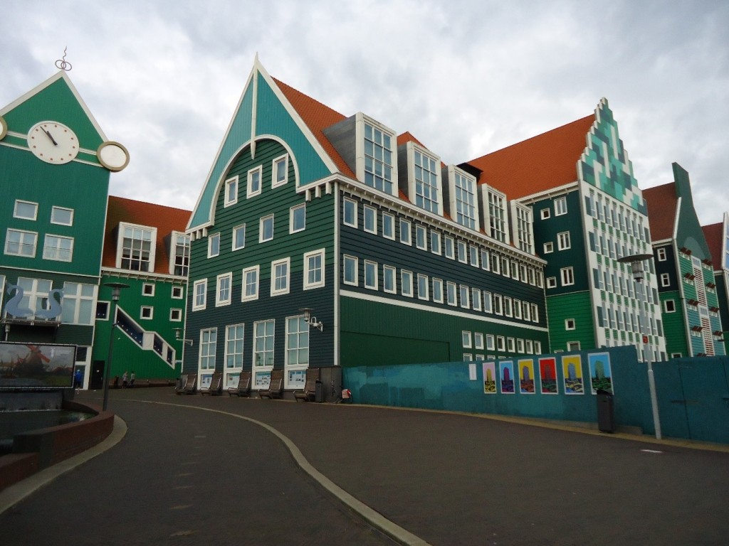 Zaandam Central Station and the city hall. (Photo by author)