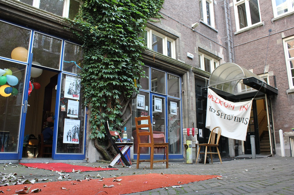 Picture of het Spinhuis during occupation (picture from https://hetspinhuis.wordpress.com)
