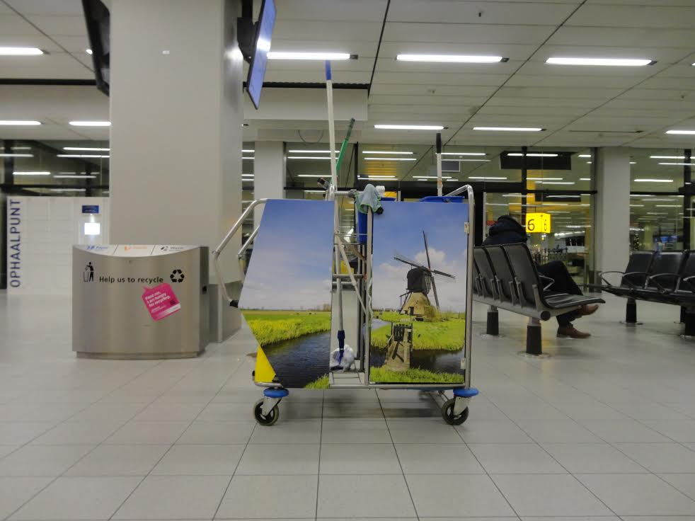 Dutchified trolley at Schiphol (picture: Michael Schwind)