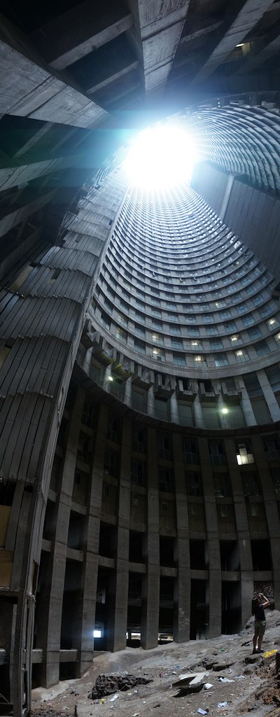 A Vertical view on Ponte Tower. Source: Flickr