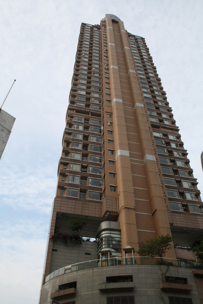 A podium tower high-rise flat in Kennedy Town (Photo: Isabella Rossen)