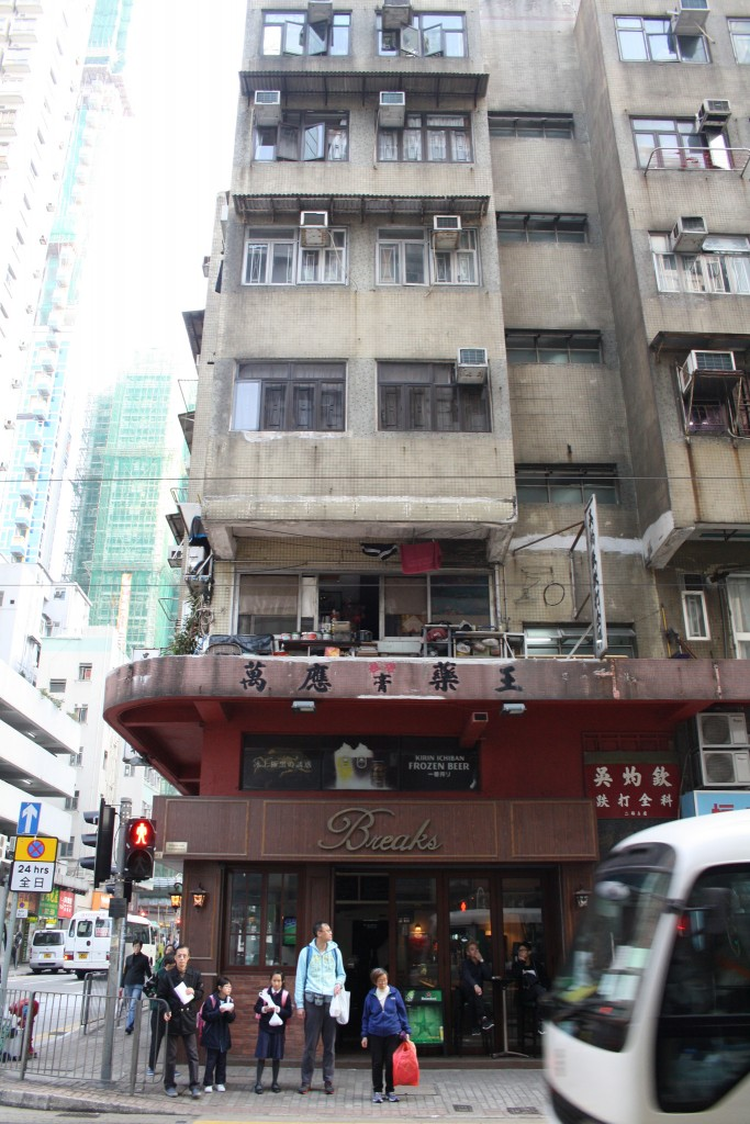 One of the remaining Tong Lau tenement buildings, with a pub in the retail space below (Photo: Isabella Rossen)