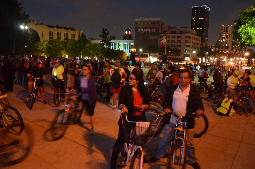 Paseo de Todos (monthly massive night ride) in Mexico City, August 2014, Photo by author