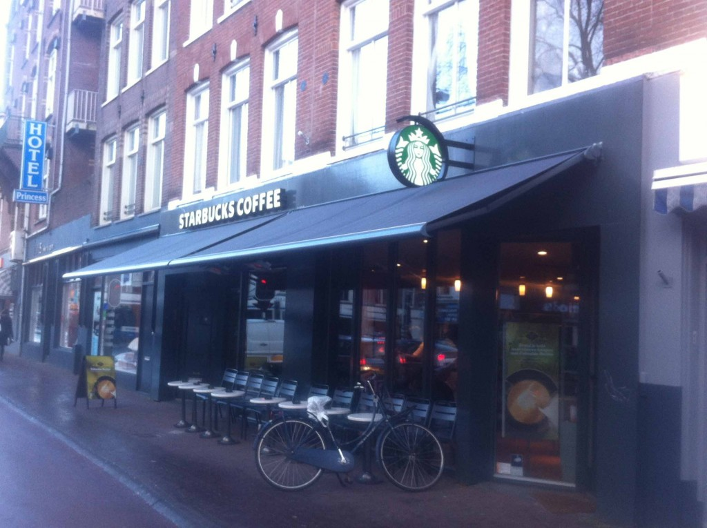 Nowadays, chain-based coffee bars such as Starbucks are less popular.   (Photo: Wietze Gelmers, Amsterdam)