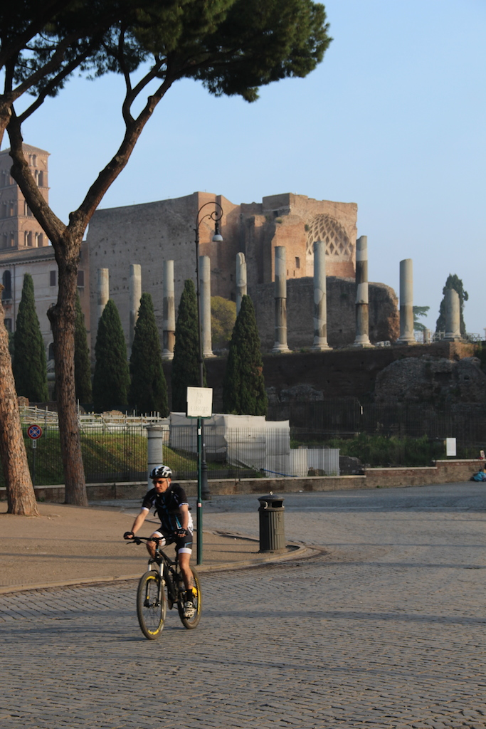 Riding alongside the Forum Romanum  (Picture by Erik van Rijn, 2015)