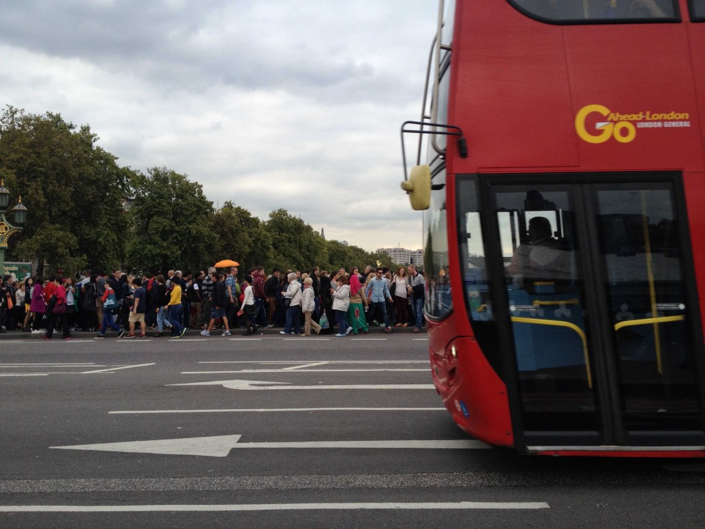 Throngs of visitors cross the Westminster Bridge, which connects the two sides of the River Thames. (Source: Katherine VanHoose)