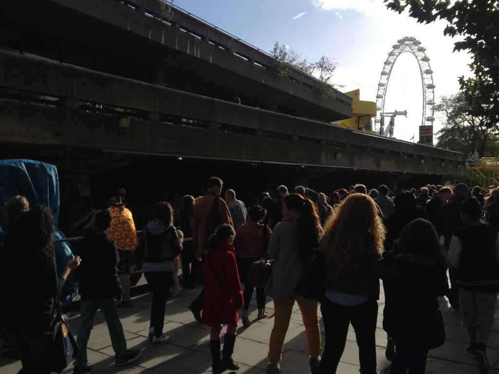 Crowds walk along the Southbank, where visitors enjoy a variety of cultural activities and London landmarks, from larger venues like the Southbank Centre, famous landmarks like the London Eye, as well as cultural niches such as street performers and local artists. (Source: Katherine VanHoose)