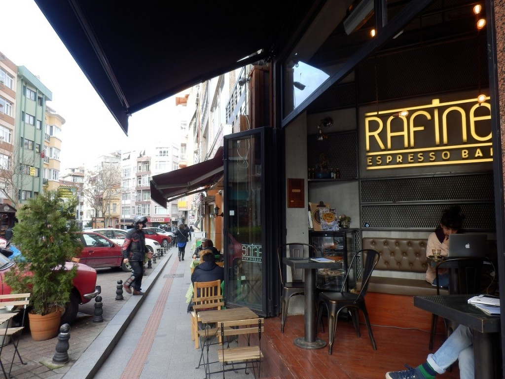 New Coffee Shops in Kadıköy-Moda with Outside Tables after the Ban against Smoking Indoors