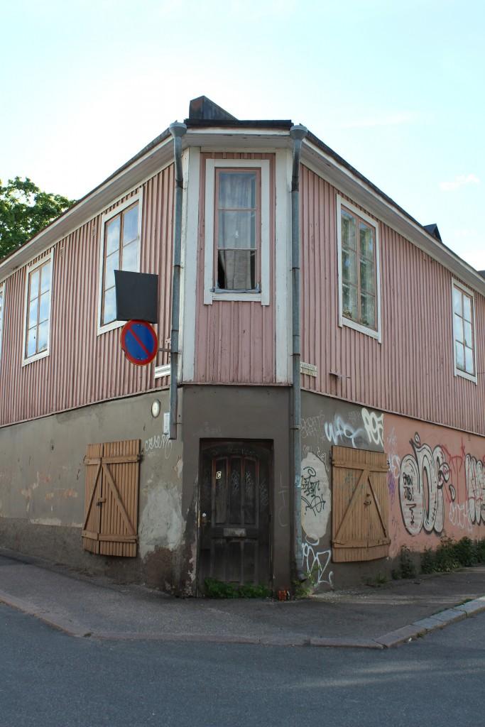 Corner building in Puu-Vallila.