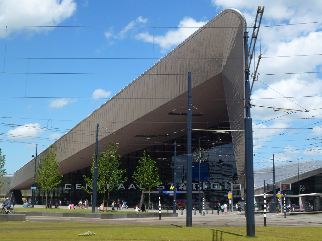 Entrance of Rotterdam Central Station (Photo: Marco Bontje)