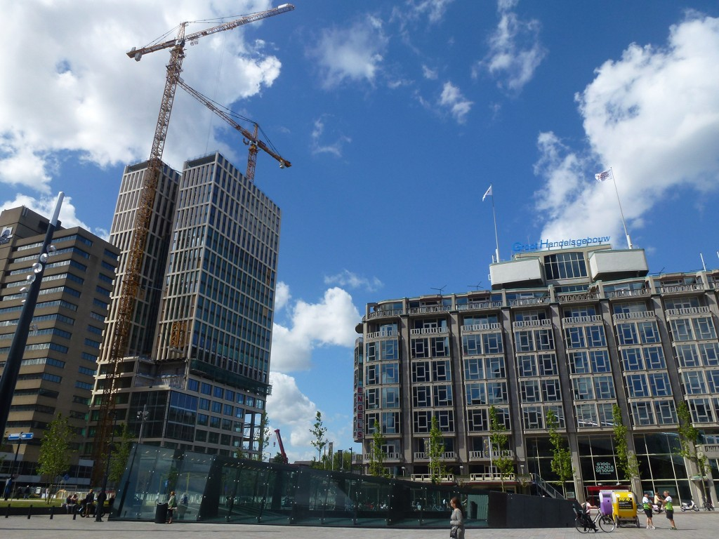 Groothandelsgebouw and the office project First Rotterdam under construction, next to Rotterdam Central (Photo: Marco Bontje)