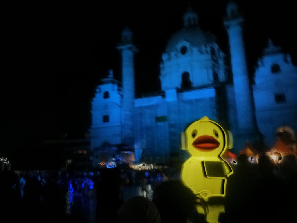 Kunstplatz Karlsplatz at the 'Popfest Wien', a regular music festival on the square. (picture by Lukas Franta)