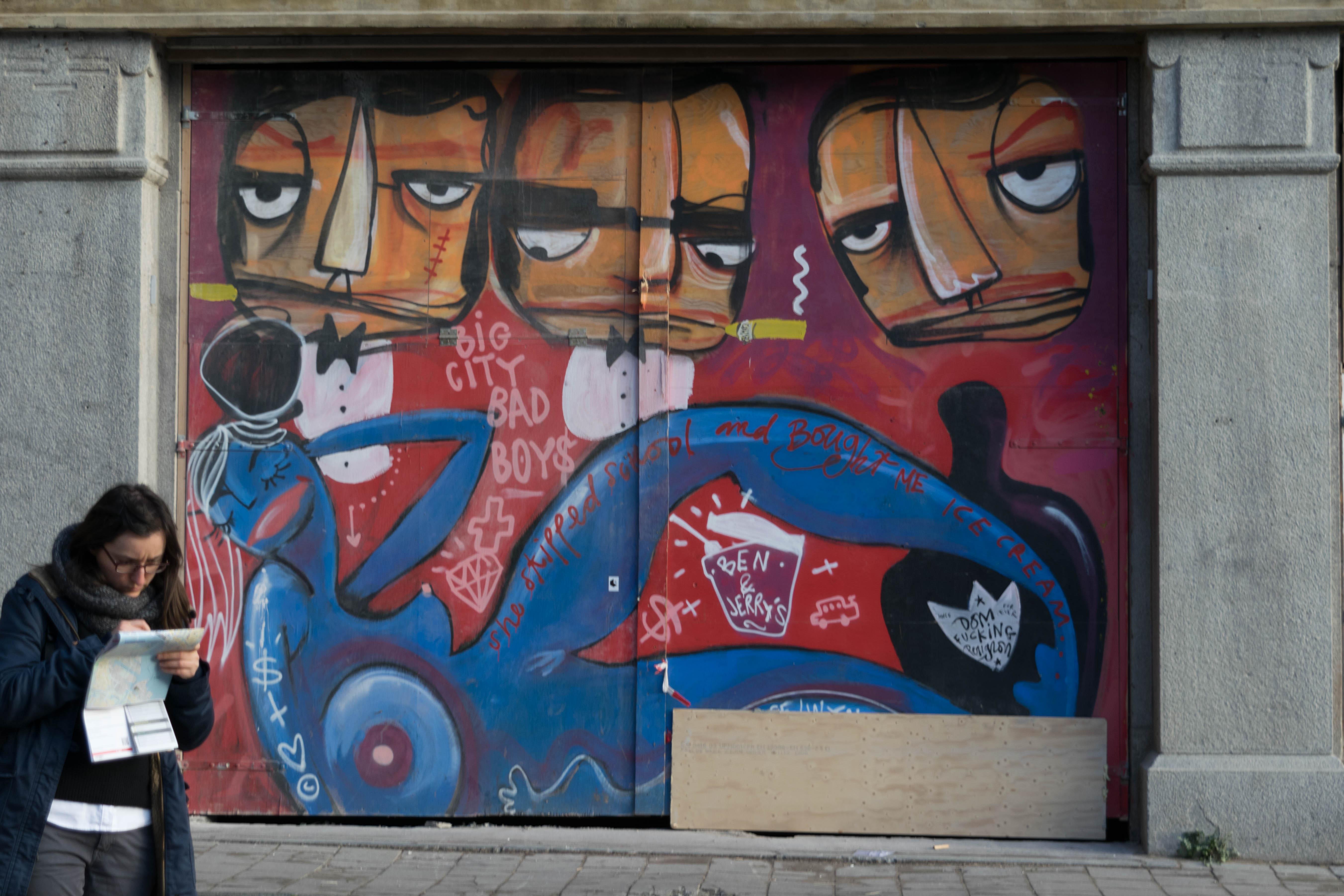 Graffiti Urban Art As A Gentrifier TheProtoCitycomTheProtoCitycom - Amazing graffiti alters perspective space