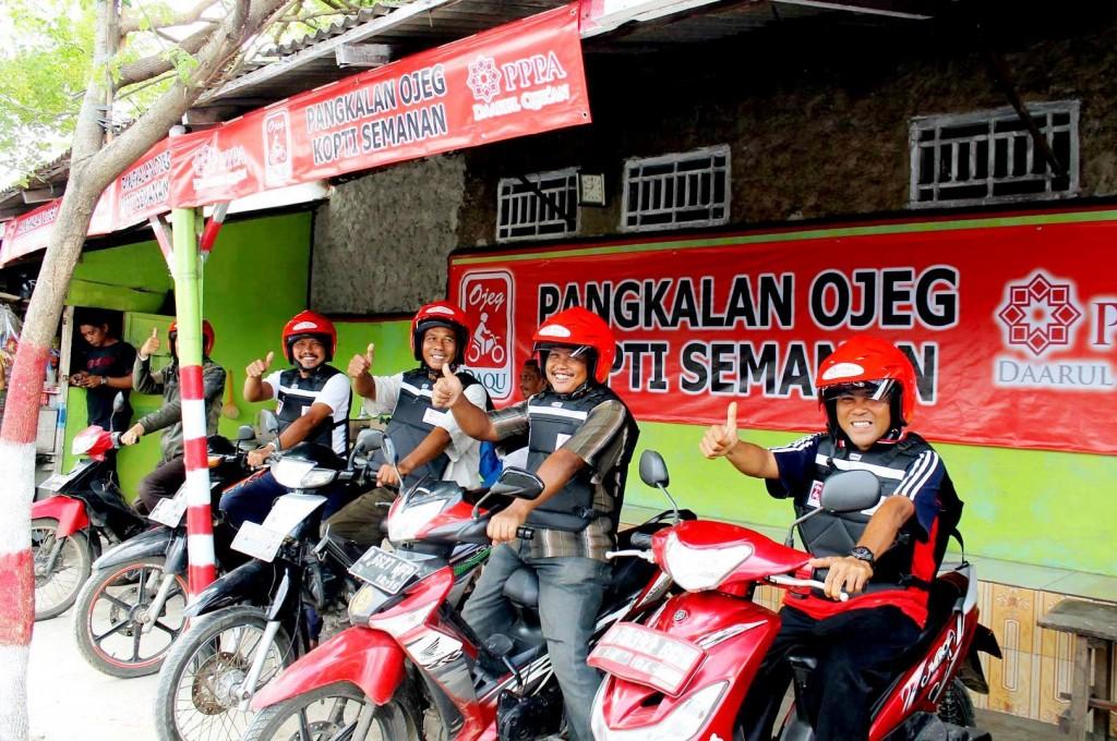 Ojek Drivers in Their Pangkalan (Ojek Pangkalan) Source: http://www.pppa.or.id/