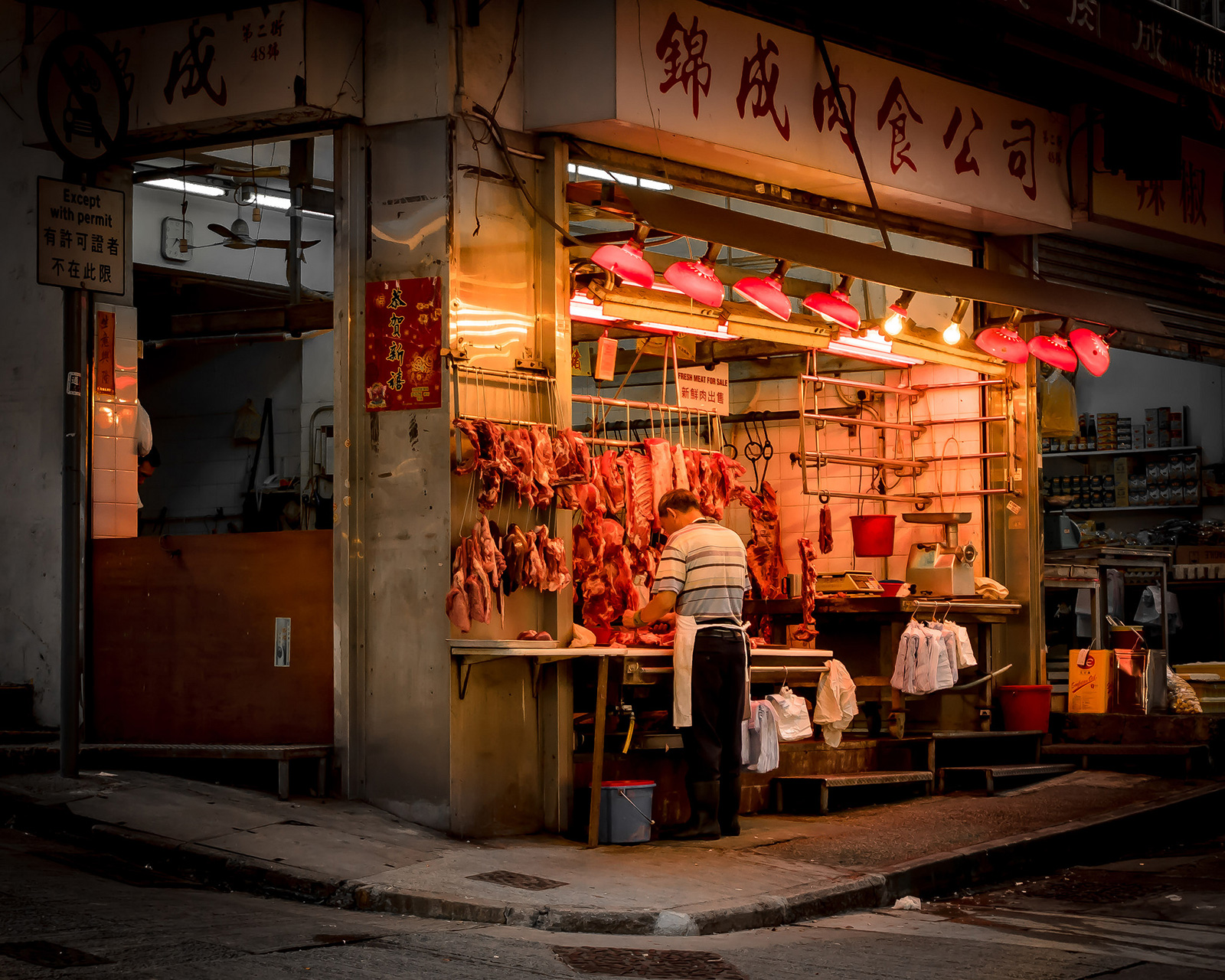 Shopfronts in Sai Ying Pun (Photo: november-13/Flickr)