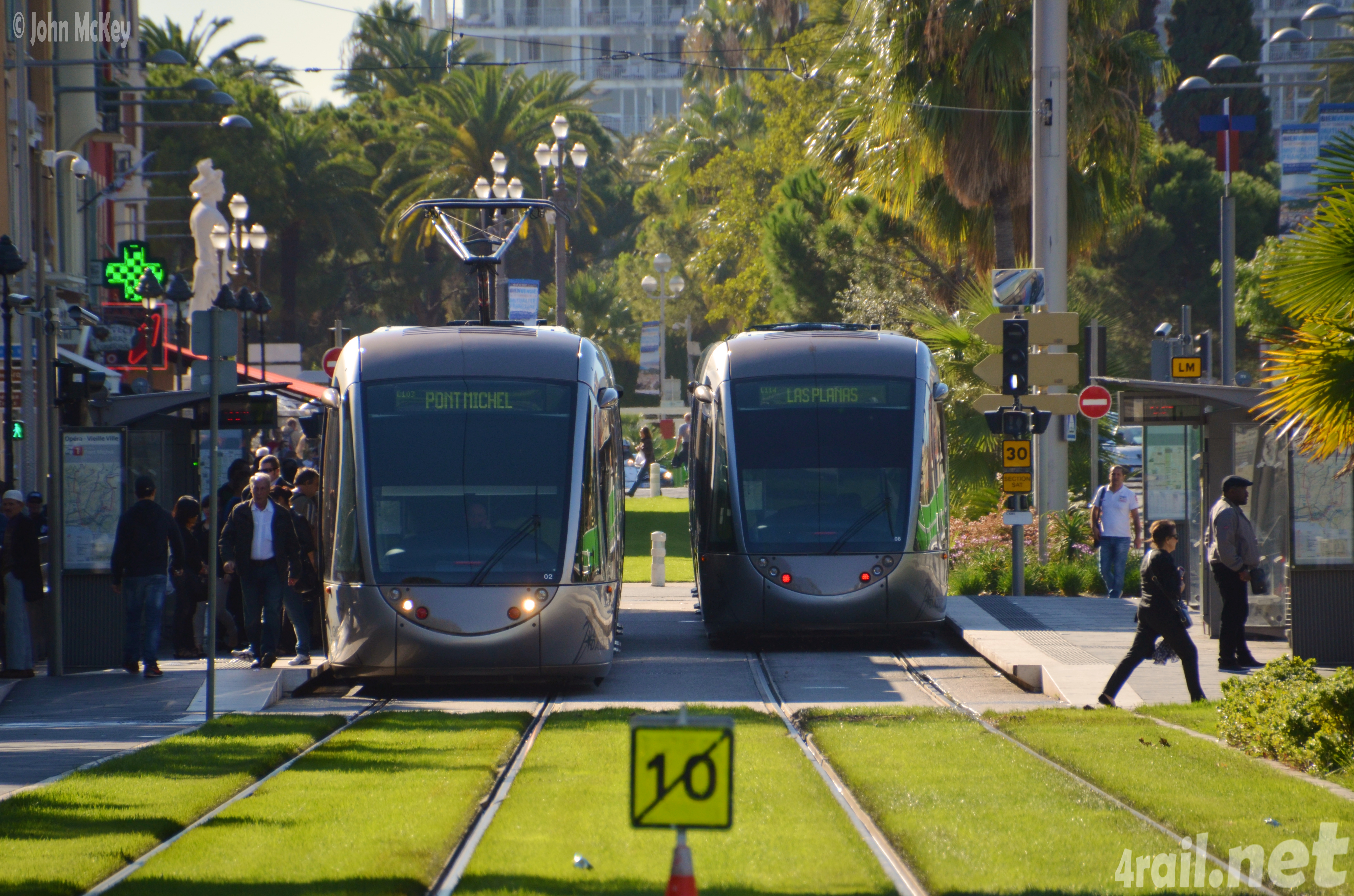 Light rail and pedestrian promenade in Nice, France (Photo by 4 Rail)