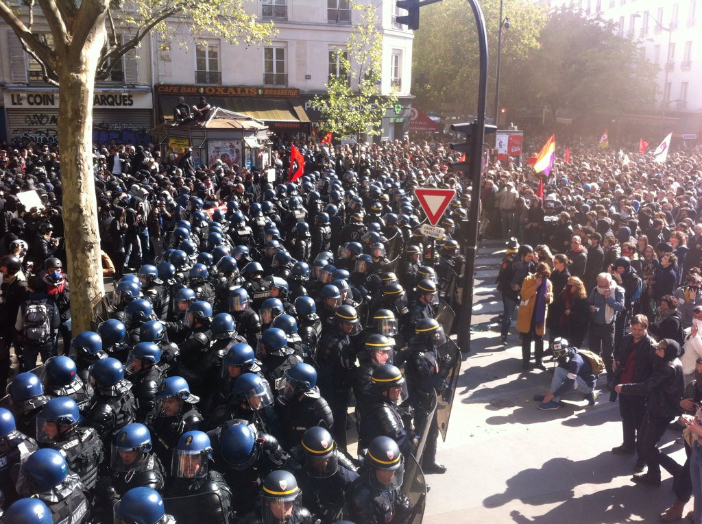 Policemen versus protestors Source: Nuit Debout, Twitter, May 1st 2016