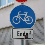 Cycling path suddenly ends (own picture)