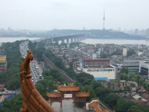 A view of the Yangtze River cutting through Wuhan (Photo: Harald Groven/Flickr)