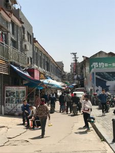 An undeveloped side street off Zhongshan Avenue (Photo: Carl Hooks)