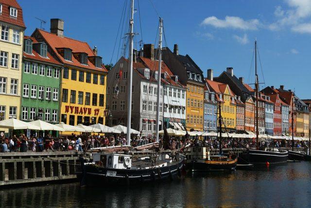 Copenhagen and Montevideo: bonded by progression
